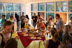 Shalo na stran – praznovanje ob selitvi in razvoju Nush Yoga Shale